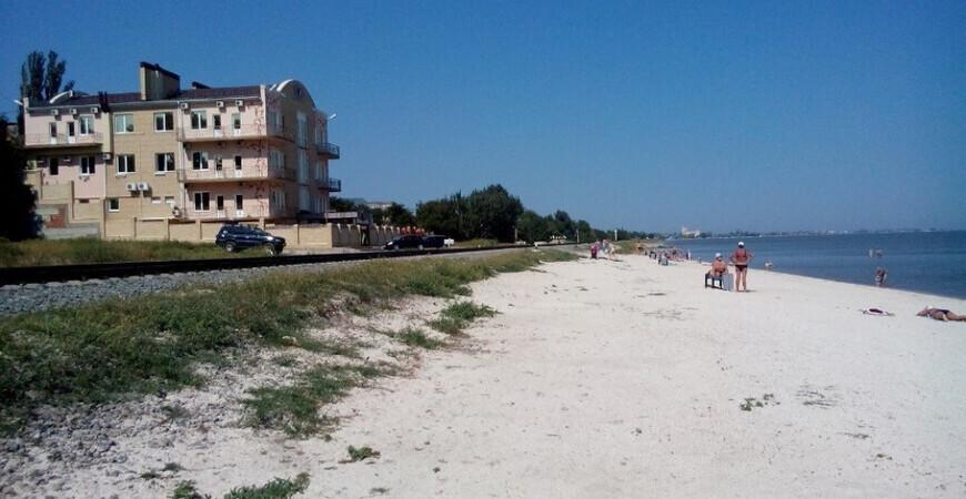 Пляж на улице Свободы в Ейске