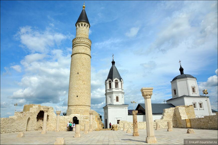 Мечеть строилась не только в качестве религиозного заведения, но чтобы покорять проезжих и гостей своим величием и красотой, дабы они рассказывали о ней на протяжении своего дальнейшего пути.