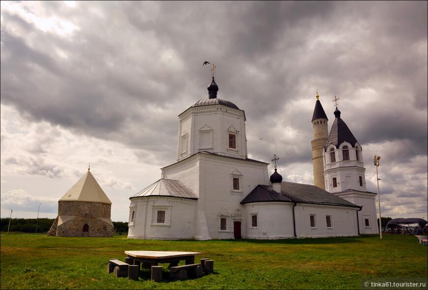 Церковь Успенья дошла до нашего времени абсолютно неповрежденной. Построена она в стиле барокко  примерно после 1732 года.