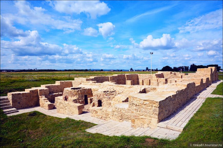 Белая Палата или общественная городская баня 14 века.
