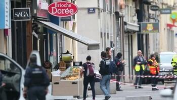 Взрыв произошел в центре Лиона, восемь пострадавших