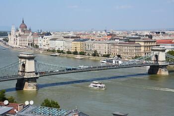 В Будапеште затонуло судно с туристами из Южной Кореи