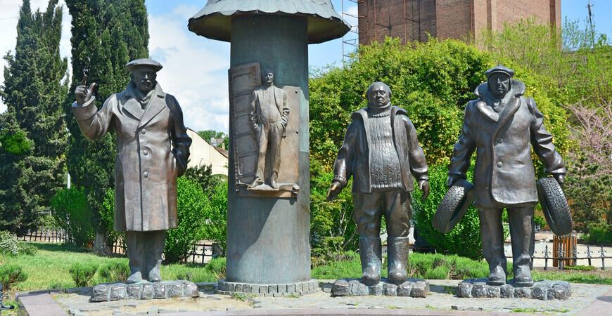 Памятник «Мимино» в Тбилиси
