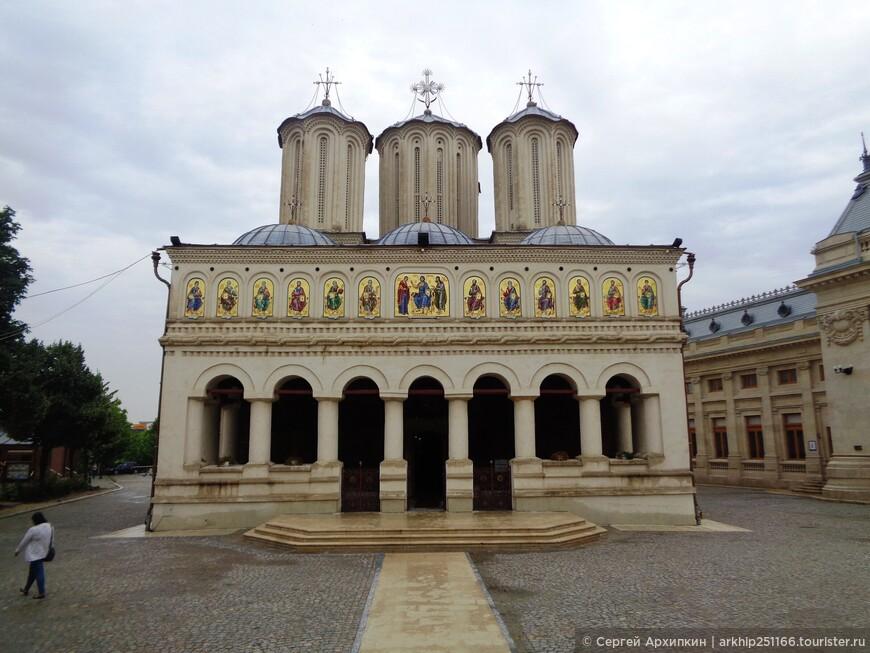 Собор Святым Константину и Елене, построен в 1654 году и является самым главным храмом Румынской православной церкви