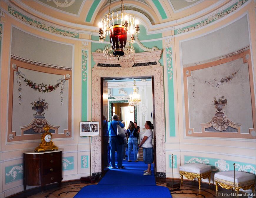 Овальный будуар императрицы Марии Федоровны. Использовался как малая гостинная.