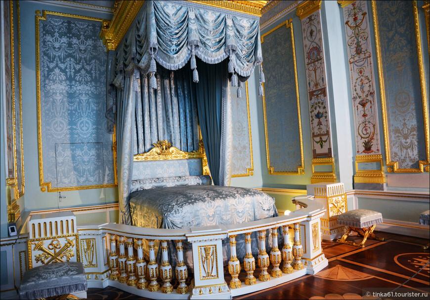 Парадная опочивалня, одно из самых нарядных помещений дворца. Великолепное творение Винченцо Бренны!