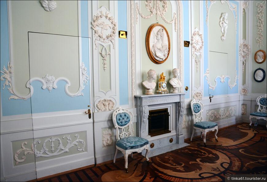 Туалетная императрицы Марии Федоровны. Очень женский интерьер, творение великого Ринальди.