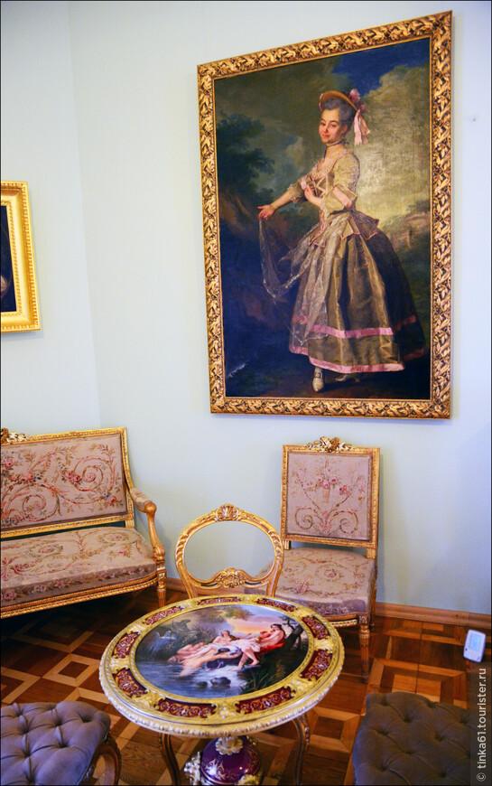 Кленовая гостинная. Помещение является образом гостиной в модном для рубежа XIX- XX веков стиле модерн.