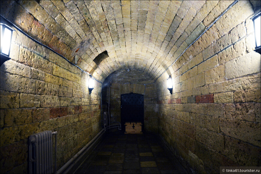 """Подземный ход. Был построен Ринальди еще для """"орловского"""" дворца."""