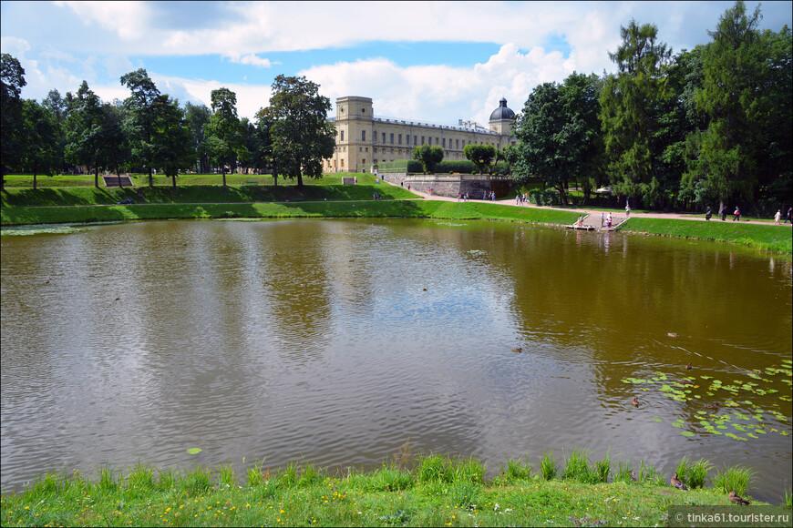 Дворцовый парк площадью 143 га — старейший в комплексе гатчинских пейзажных парков, разбит при графе Г. Г. Орлове в конце XVIII века.