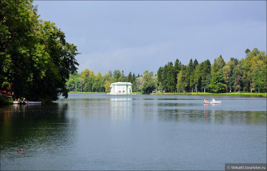 Павильон Венеры на берегу Белого озера.