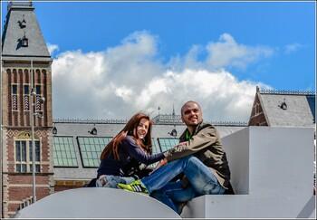 В Амстердаме предлагают туристам услуги «супруга»-гида на один день