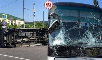 В ДТП с двумя туристическими автобусами в Сочи пострадали 26 человек