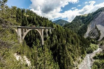 В Швейцарии запустили ретро-поезд
