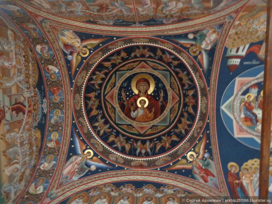 Фрески в лоджии собора