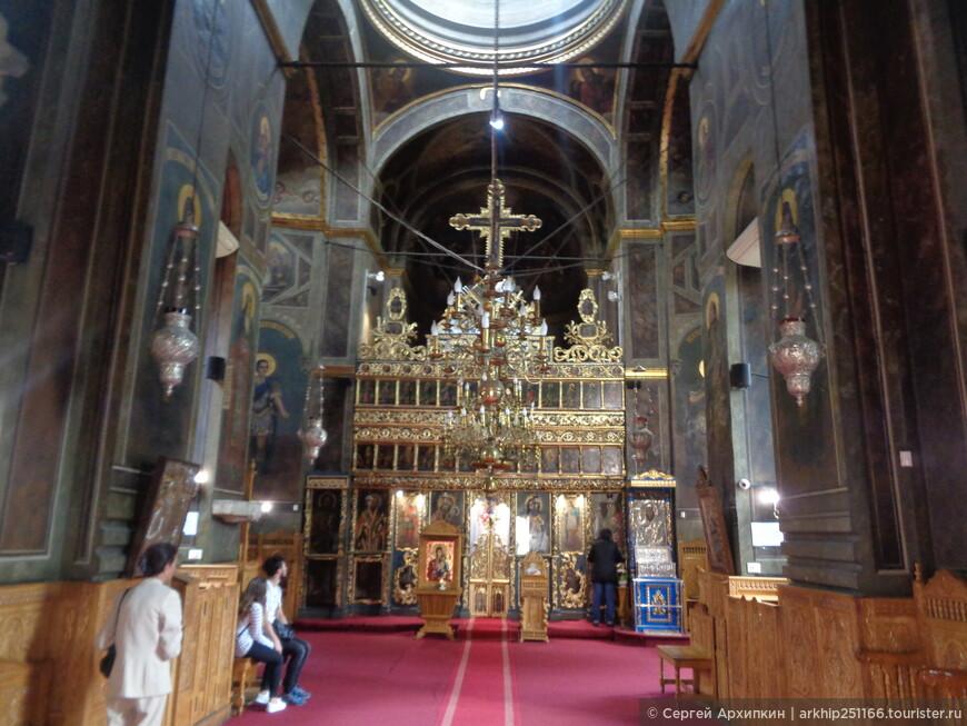 Внутри церкви Куртя Веке