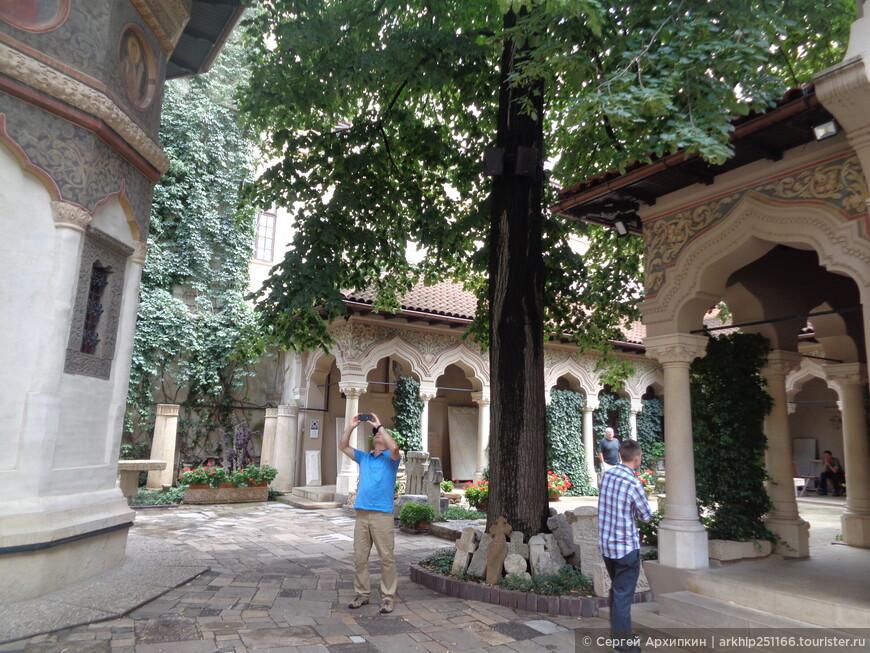 Внутренний двор церкви Ставрополис