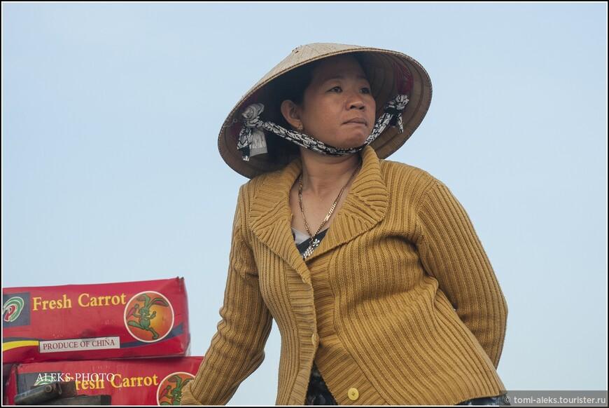 Вьетнамскому пролетариату посвящается! Все-таки большие трудяги все они, как мне кажется... Народ с непростой судьбой (переживший Вьетнамскую войну)... Хотя в какой стране она безоблачная, эта самая судьба?