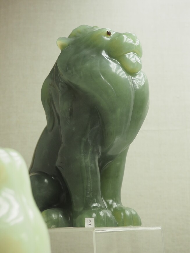 Какой благородный царь зверей из опять же благородного! змеевика (бовенита) из Новой Зеландии. Высота фигурки 21 см.