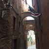Тоскана, Сиена , узкие переулки в центре города, экскурсии по Флоренции и Тоскане с частным индивидуальным гидом на русском языке