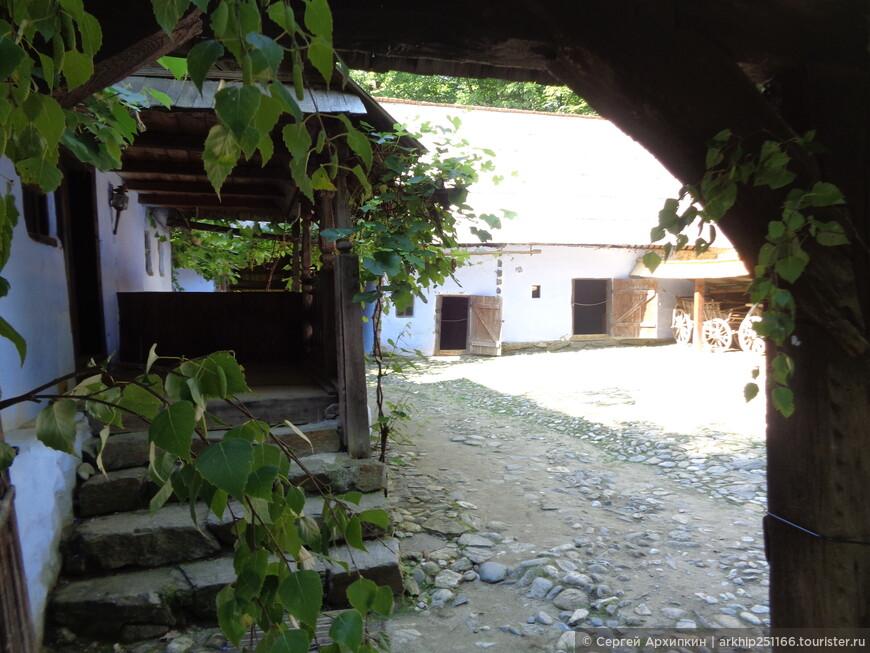 Крестьянский дворик