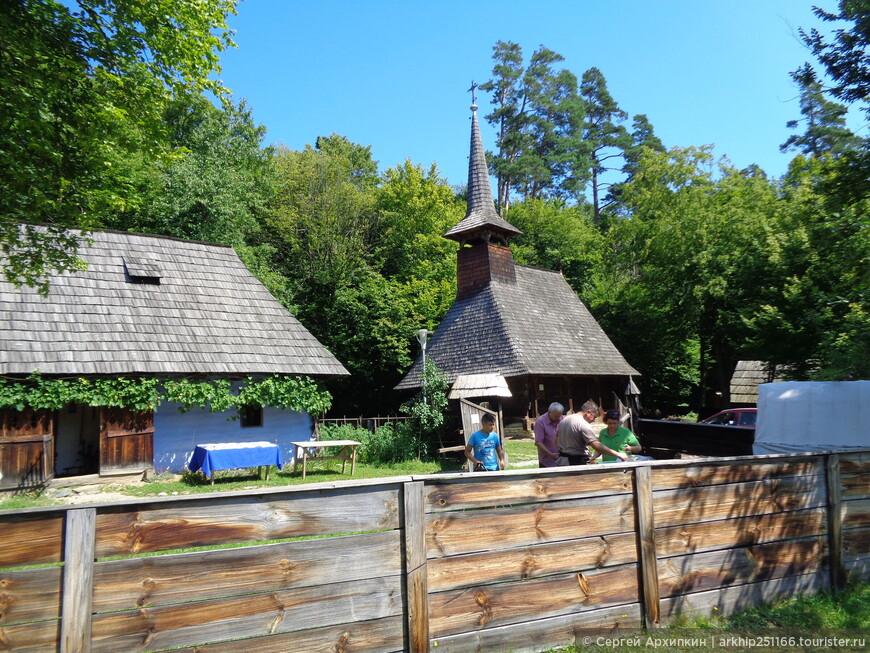 Здесь представлены и православные храмы из Буковины