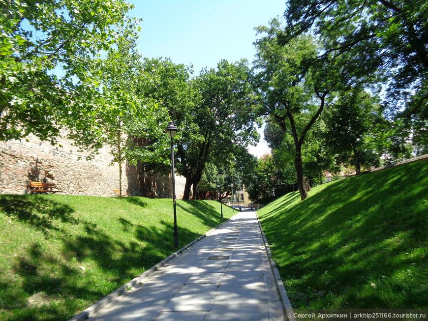 Крепостные стены и вал