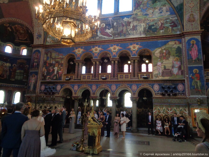 Собор красиво оформлен внутри