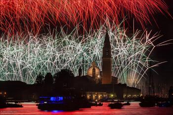 Венеция готовится к самому яркому фестивалю лета