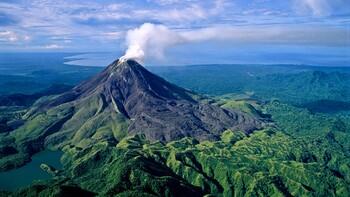 В Папуа-Новой Гвинее эвакуируют население из-за извержения вулкана