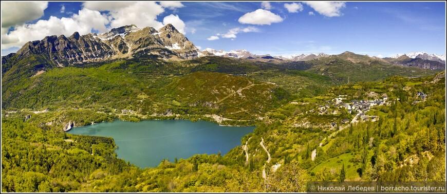 Еще один пруд с плотиной в Оз де Хака, если присмотреться - над ним есть зиплайн (самый длинный в Испании) Tirolina Extrema, на котором я не преминул прокатиться.