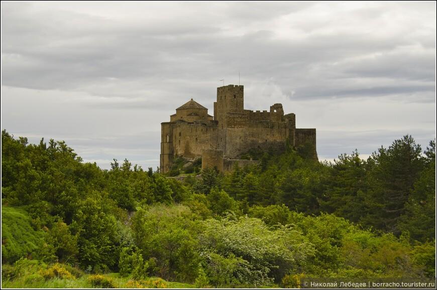 Суровая громада замка Лоарре. Это самое древнее известное в наши дни испанское оборонительное сооружение.