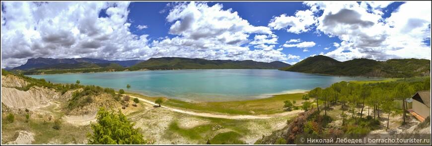 Любоваться этим водохранилищем лучше из расположенного рядом с Аинсой местечка Морильо де Тоу.
