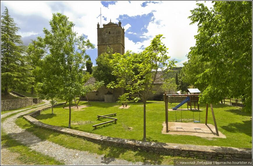 В 60-е годы ХХ века деревня опустела полностью, но сейчас из нее сделали рекреационную зону с вариантами размещения в старинных зданиях на любой вкус.