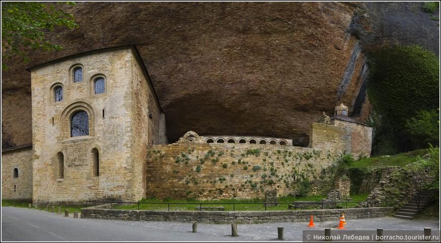 Один из старейших монастырей, да ещё и встроенный в скалу - Сан Хуан де ла Пенья.