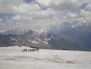 На Эльбрусе заблудились 10 иностранных туристов, один из них погиб