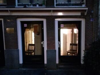 Мэрия Амстердама планирует запретить витрины с проститутками