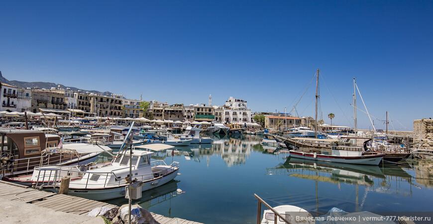 Кирения считается туристической столицей Северного Кипра. В гавани много яхт, кораблей и рыбацких лодок, вдоль набережной расположены многочисленные отели, рестораны и кафе, аквапарки, ночные клубы, дискотеки…  Небо голубое, море – ярко-синее, яхты – ослепительно белые.