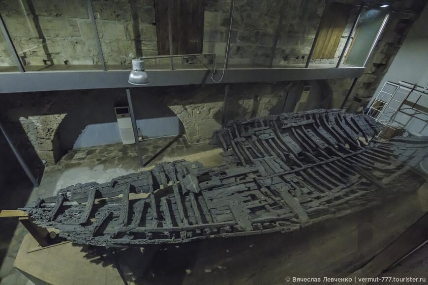 А вот и сам корабль, вернее его восстановленные останки, заслуженная гордость этого музея.