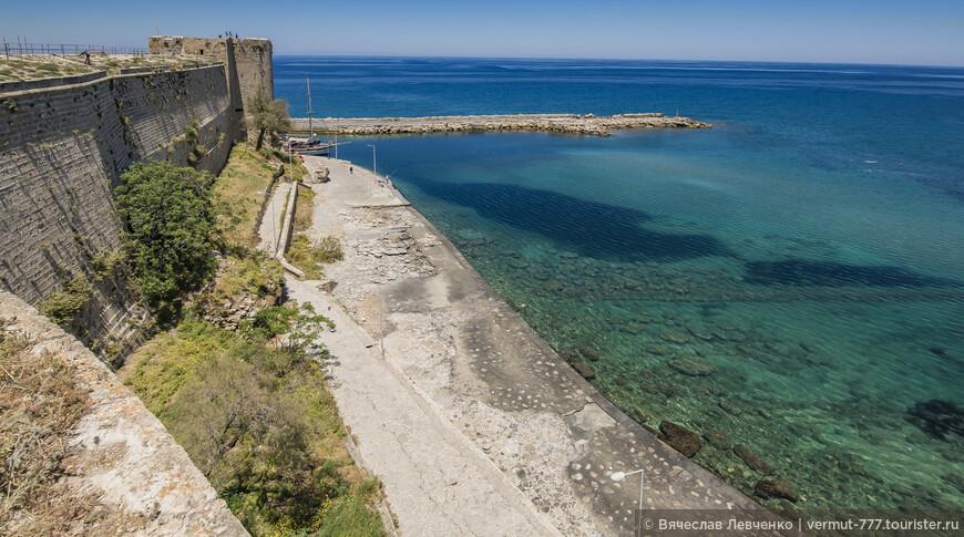 На фото: Завораживающие виды со стен Киренийской крепости.