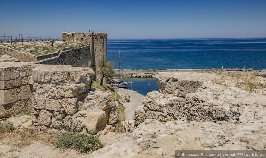 На фото: Прогулка по стенам крепости.