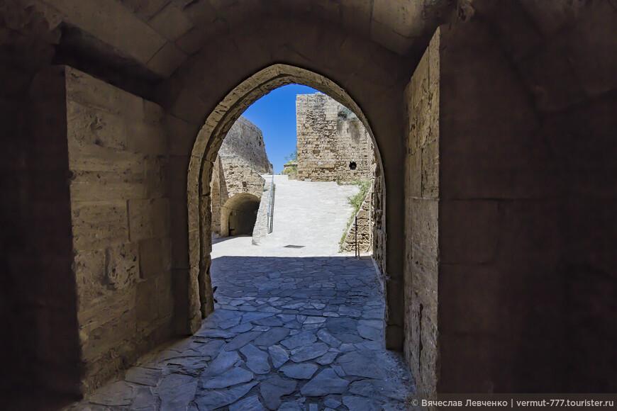На фото: Прощаемся с крепостью, с боевым прошлым этих мест.