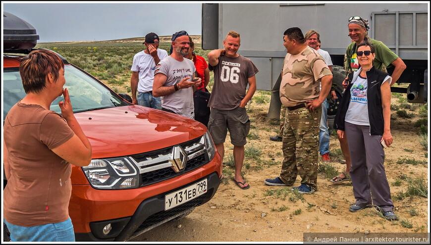 Общение с казахскими егерями при въезде в урочище Босжира проходило в тёплой дружеской атмосфере.