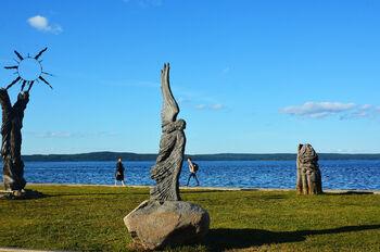 Скульптуры на набережной Петрозаводска