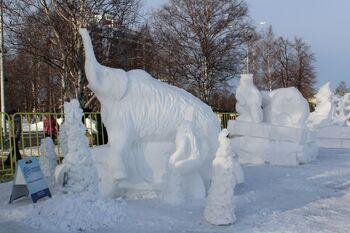 Снежные скульптуры на фестивале Гиперборея