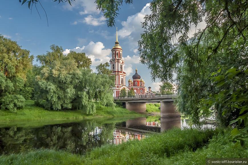 В 2002 г. собор вместе с гербом Старой Руссы были отчеканены на уникальной десятирублевой монете из серии «Древние города России».