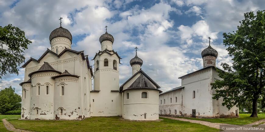 Спасо-Преображенский монастырь - древнейший памятник архитектуры Старой Руссы. Монастырь основан монахом Мартирием в конце ХII века' освящен владыкой новгородским, архиепископом Григорием в августе 1192 года.