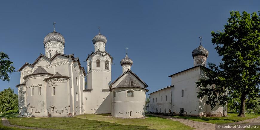 В настоящее время ансамбль монастыря составляют три храма: Преображения Иисуса Христа, Рождества Иисуса Христа, Сретения Господня и колокольня. В них располагается экспозиция краеведческого музея.