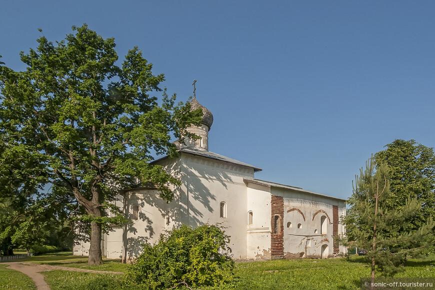 Церковь Сретения Господня была закрыта в 1920-х, сильно пострадала в войну, к 1960-м находилась в руинированном состоянии. Отреставрирована в 1962-1969, занята музеем и картинной галереей.
