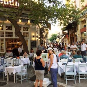 Начало знакомства с Афинами — старинный район Плака